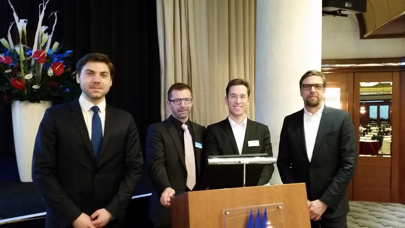 Referenten-Team der Roadshow in Köln – von links: Jewgeni Ponomarev (HSBC), Stefan Müller (Consorsbank), Nikolaos Nicoltsios (wikifolio.com), Joachim Spiering (FinanzenVerlag)
