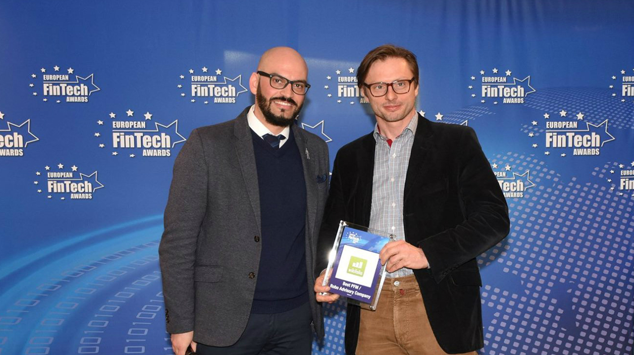 Andreas Kern, founder and CEO of the wikifolio AG and jury member David M. Brear, Chief Thinker of the Think Different Group Ltd, at the award ceremony (source: European FinTech Awards).